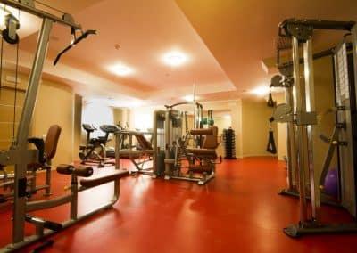 зал для занятия фитнесом в отеле